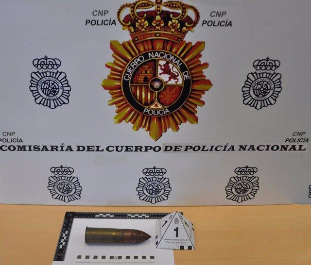 Sevilla.- Sucesos.- Desactivan un proyectil de guerra hallado en una vivienda de Dos Hermanas