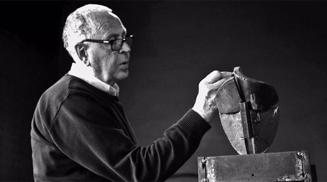 Los Reyes transmiten su pésame a la familia del escultor Martín Chirino