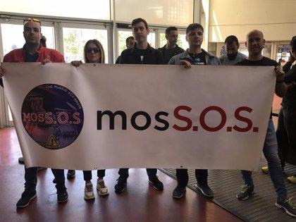 Sindicalistas de Mossos se encierran en la comisaría de plaza Espanya por sus condiciones