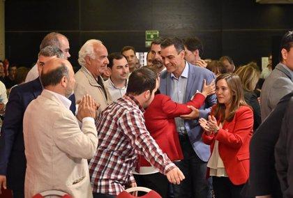 Sánchez llama a culminar la faena el 26M y se mofa de los líderes de las tres derechas