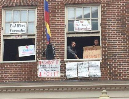 """EEUU urge a los """"invasores"""" de la Embajada de Venezuela a desalojarla bajo amenaza de arresto"""