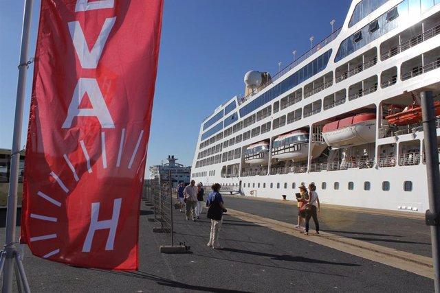 Huelva.-Puertos.- El yate de cruceros de lujo 'Harmony V' atraca este miércoles en el Muelle de Levante