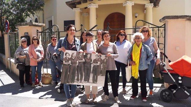 26M.- Mujeres De MÉS-Esquerra Manacor Se Reúnen Ante Sa Graduada Para Mostrar El Compromiso Feminista La Candidatura
