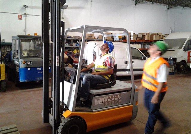 Carretillero carretilla trabajador máquina inmigración trabajo curso Málaga Acog