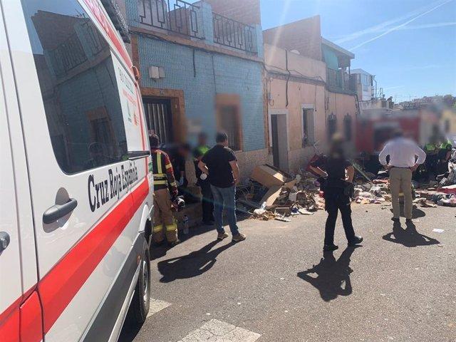 Sucesos.- El derrumbe de una vivienda en Badajoz se salda finalmente con una mujer fallecida y dos heridos leves