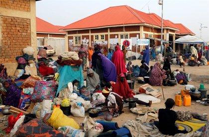 Una delegación empresarial visita dos campamentos de desplazados en una iniciativa ante la crisis humanitaria