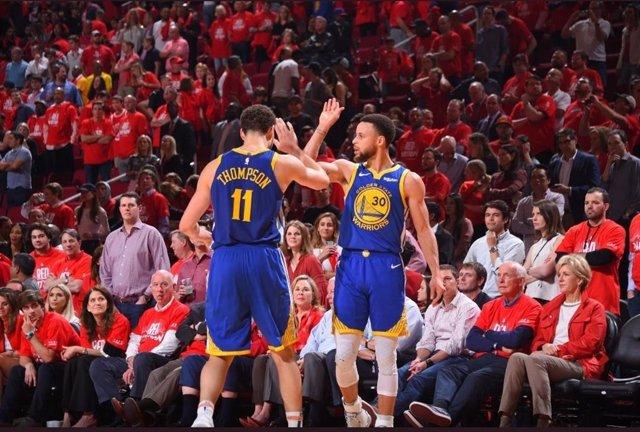 Baloncesto/NBA.- Curry y Thompson dan ventaja a los Warriors frente a los Blazers en el debut de la final del Oeste