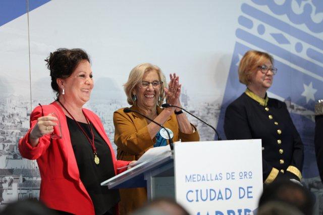 """Carmena aplaude a un """"patrón ecologista"""" como San Isidro, que """"baja los humos"""" a Madrid, mitad pueblo mitad ciudad"""
