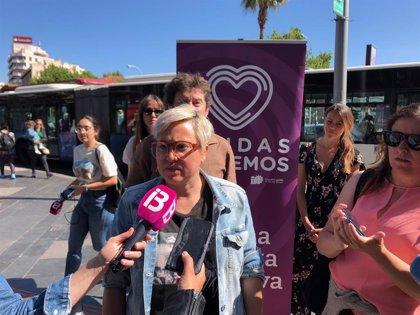 Unides Podem proposa que les dones puguin sol·licitar aturar on sigui més segur per a elles en els autobusos