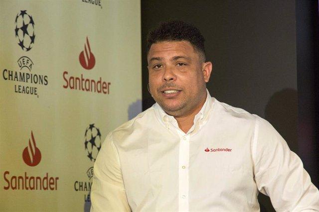 Ronaldo apadrina como voluntario el plan de actividades del Santander por la final del Wanda