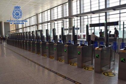 Dos detenidos en el aeropuerto de Málaga cuando intentaban salir de España usando documentación falsa