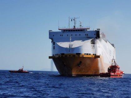 """Armengol está """"en permanente contacto"""" con el Gobierno para encontrar la mejor solución tras el incendio del barco"""