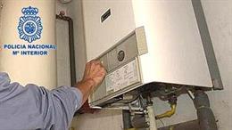 Policía Nacional advierte de una nueva oleada de estafas con la falsa revisión del gas o eléctrica a mayores