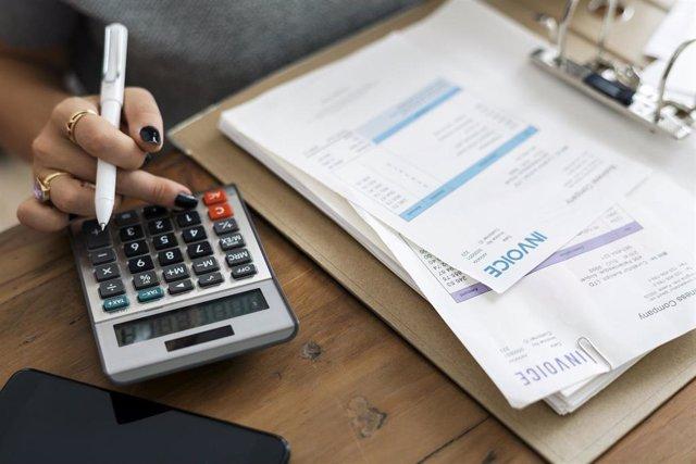 El periodo medio de pago a proveedores baja seis días en febrero en Extremadura y se sitúa en 41,21 días