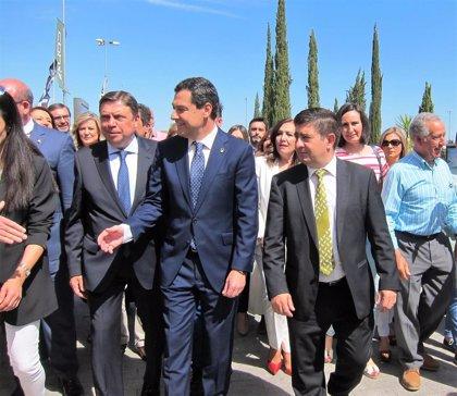 """Moreno defiende """"empujar todos en la misma dirección"""" ante la demanda """"justa"""" por los bajos precios del aceite de oliva"""