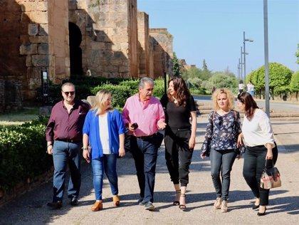 López (PP-A) anuncia que la Junta iniciará este verano las obras de la barbacana del castillo de Niebla (Huelva)