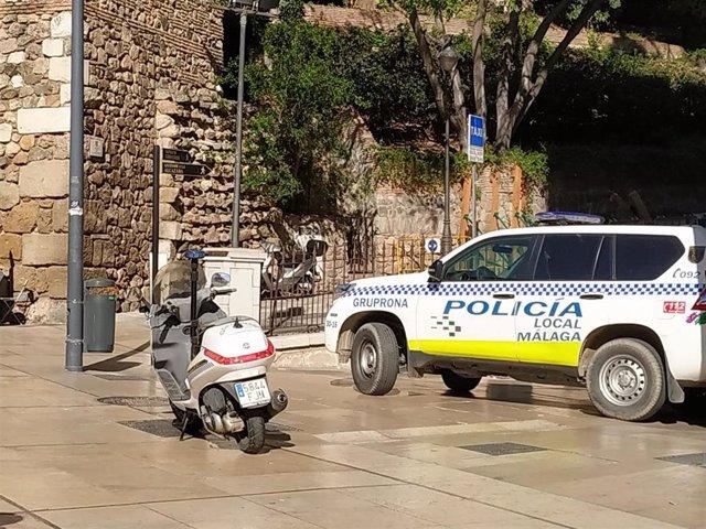 Málaga.- Sucesos.- Una mujer se encierra en el baño y llama a la Policía Local para denunciar la agresión de su marido