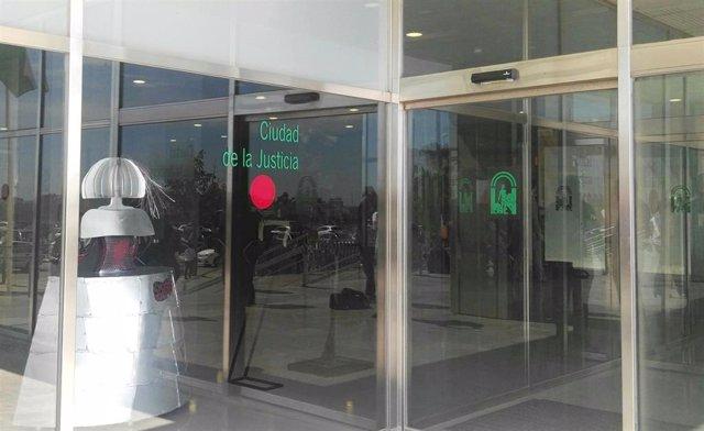 Málaga.- Tribunales.- Condenados tras hacerse pasar por abogados para estafar a extranjeros con falsas herencias