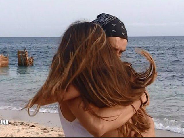 'Supervivientes': Violeta y Fabio ya no tienen que esconder su amor