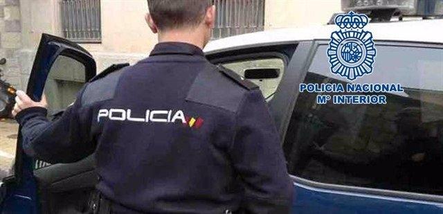 Sucesos.- Detienen a dos jóvenes por un delito de atentado a agente de la autoridad y falsedad documental