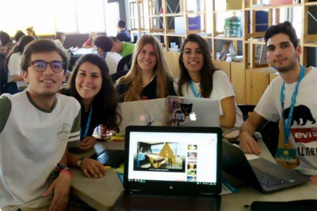 Málaga.- Un proyecto para producir tiendas de campaña de cartón resistente en vez de plástico gana un premio de la UMA