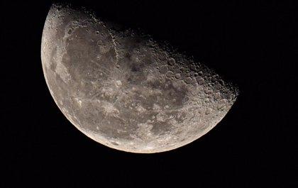 La NASA enviará por primera vez a una mujer a la Luna en 2024
