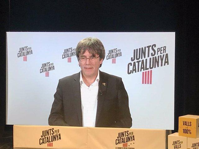 """26M.- Puigdemont acusa un Estat autoritari"""" de prohibir que debatin els caps de llista"""