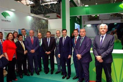 Unicaja Banco reafirma su apoyo al sector del olivar en el marco de Expoliva