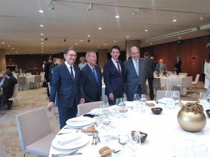 """Valls pide responsabilidad para respetar la """"tradición"""" del Parlament y designar a Iceta senador"""