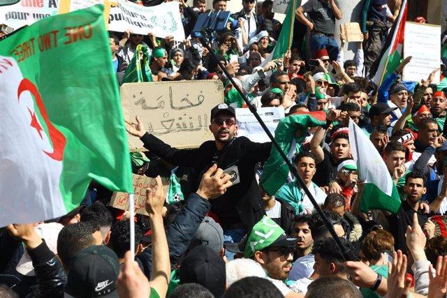 Argelia.- Destituido en Argelia el secretario general de la Presidencia, considerado cercano a Buteflika