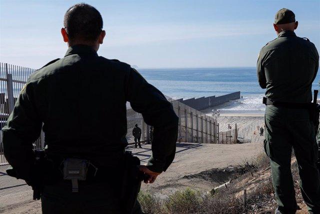 Agentes de EEUU en la frontera con México