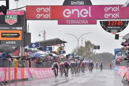 Ackermann hace doblete en el Giro en el 'balneario' de Terracina