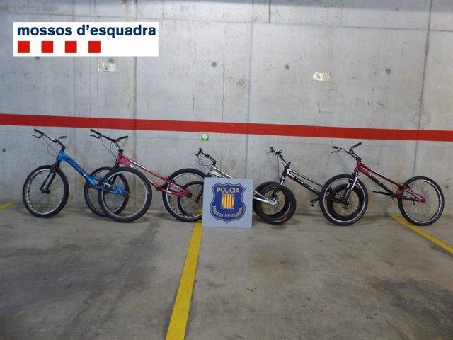 Successos.- Cinc menors identificats a Mataró (Barcelona) per robar sis bicicletes