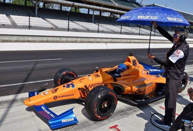 Motor.- Fernando Alonso sufre un accidente sin consecuencias en el segundo día de entrenamientos en Indianápolis