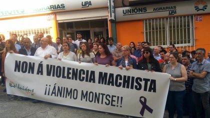 """UU.AA. se concentra contra """"el brutal atentado"""" machista en Vimianzo y traslada su condena """"más enérgica"""""""