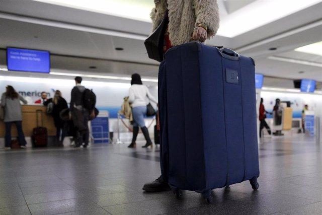 Viajeros en el aeropuerto de La Guardia, en Nueva York