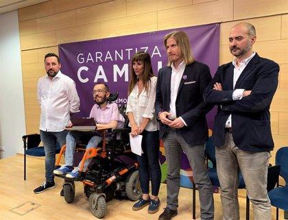 """Fernández recuerda que Podemos no tiene """"mochila"""" mientras PP, Cs y PSOE se """"van a deber"""" a quienes les financian"""