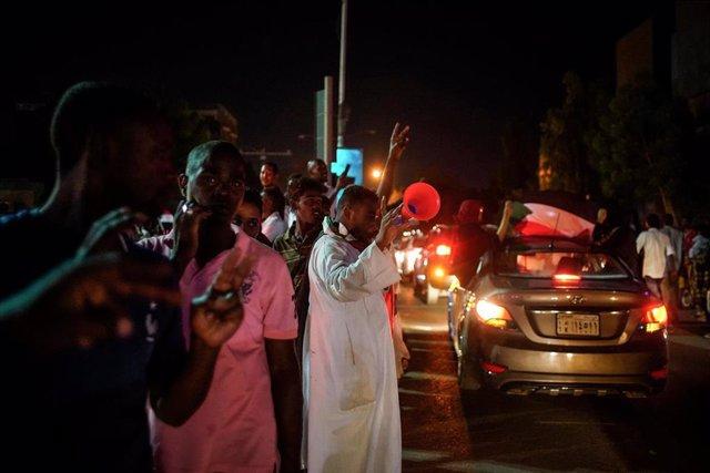 Sudán.- El grupo impulsor de la protesta en Sudán denuncia que el régimen intenta desalojar la sentada de Jartum