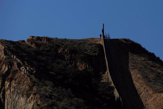 Frontera entre Estados Unidos y México vista desde Tijuana