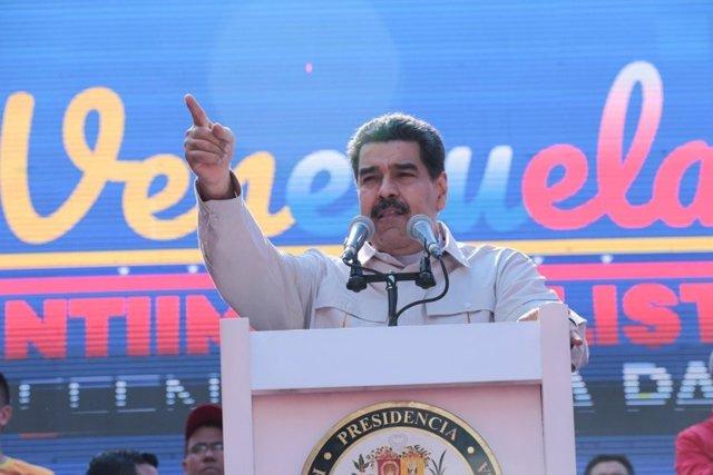 """Maduro se solidariza con los venezolanos que resisten """"las agresiones"""" en la Embajada de Washington"""