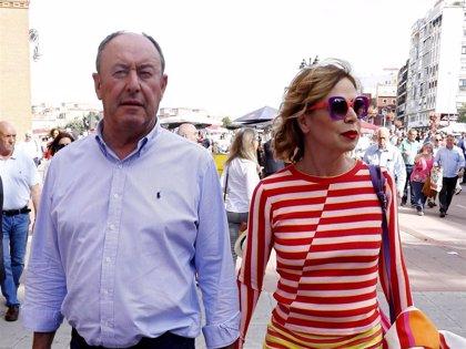Ágatha Ruiz de la Prada se deja ver, muy enamorada, con Luis Miguel en Las Ventas