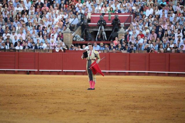 Corrida de abono de la Feria de Abril con toros de Juan Pedro Domecq y Parladé para Morante de la Puebla, Diego Urdiales y José María Manzanares. En la Real Maestranza