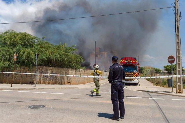 Sucesos.- Cruz Roja mantendrá hasta el viernes su dispositivo para atender a los afectados por el incendio de Ibiza
