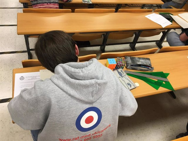 Un alumno participa en la Olimpiada Matemática