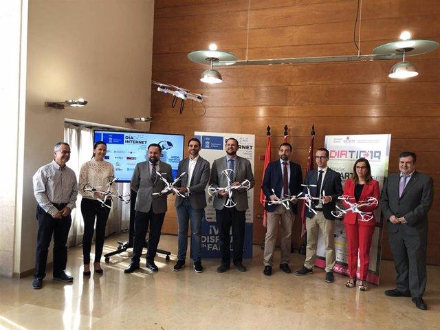 El concejal José Guillén presenta las actividades con motivo del Día de Internet