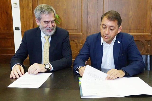 Santa Cruz de Tenerife y Cepsa firman un convenio de actividades medioambientales que beneficiarán a 6.000 personas