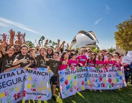 Alumnos de colegios valencianos se suman a una campaña de Save the Children para proteger a otros niños de las guerras