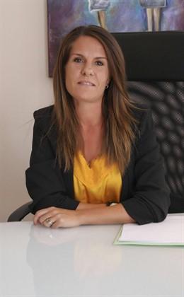 La psicóloga Natalia Ortega acerca a la sociedad la realidad del abuso infantil en el ensayo 'Mariposas de Cristal'