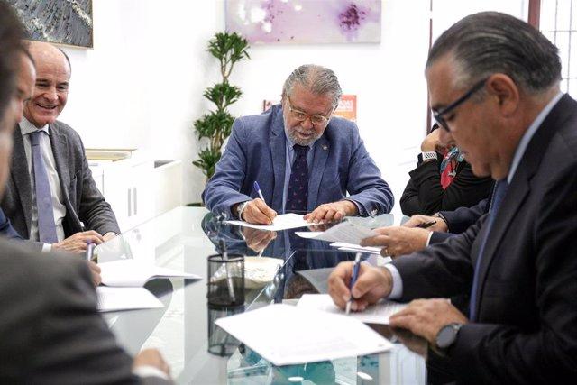 EL AYUNTAMIENTO  FIRMA UNA OPERACIÓN DE CRÉDITO VINCULADA A LA REDUCCIÓN DE DEUDA