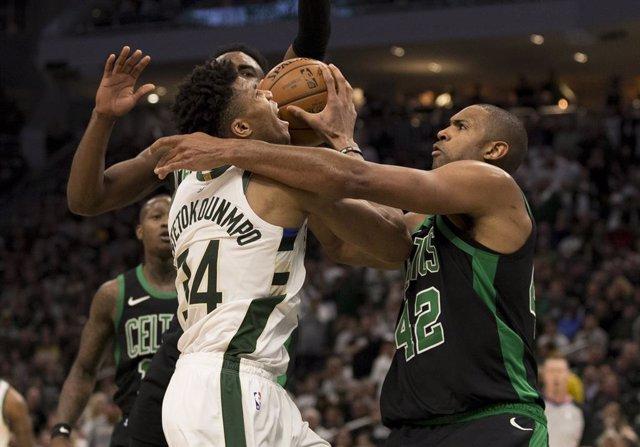 Baloncesto/NBA.- Los Bucks caen con estrépito ante los Celtics
